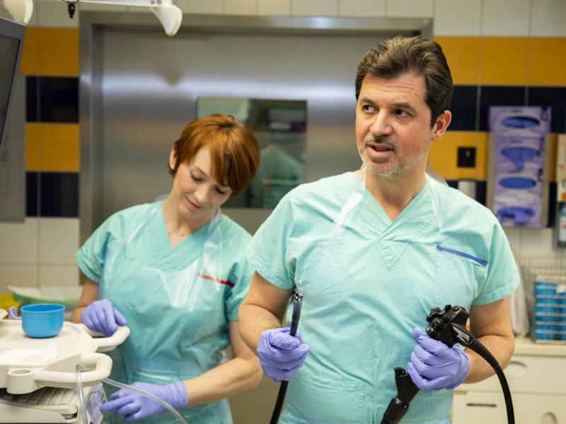 Medizin am Hauptbahnhof - Doktor Tillinger in der Endoskopie